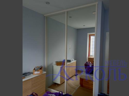 Шкаф белый с зеркалом