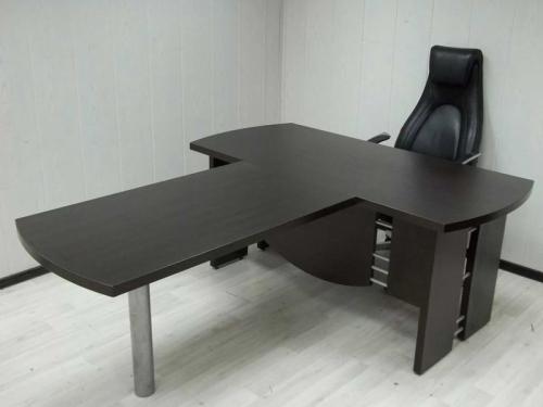 Стол с брифингом