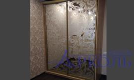Створчатые шкафы с зеркалом